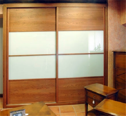 Foto armario empotrado en roble con cristales de - Fotos de armarios empotrados ...