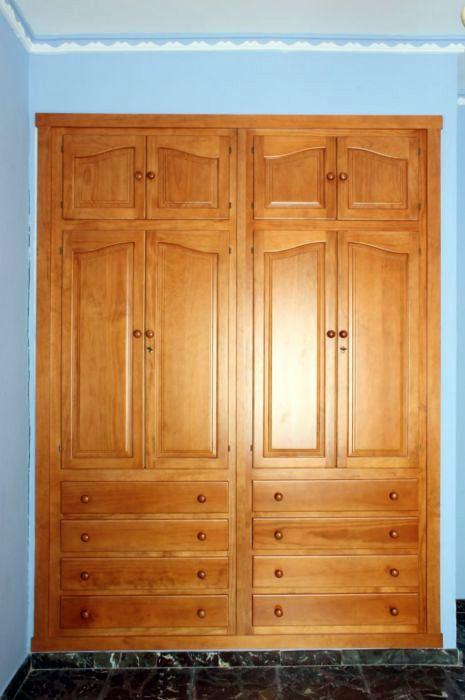 Foto armario empotrado provenzal de muebles modesto for Muebles de pino color miel