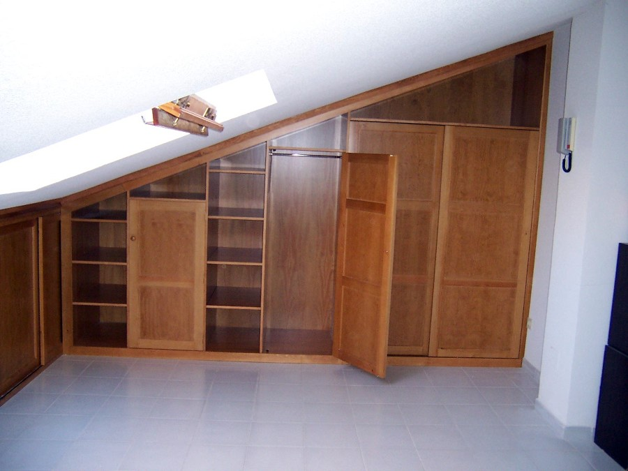 Foto armario en ngulo en buhardilla de la alacena - Muebles empotrados a medida ...