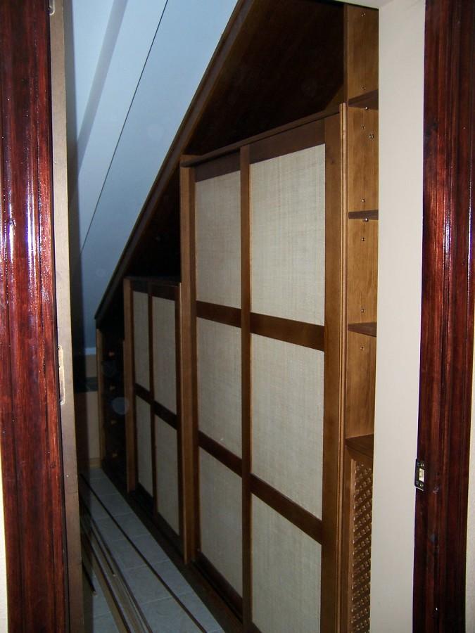 Foto armario en zona bajo escalera de la alacena for Armarios para escaleras