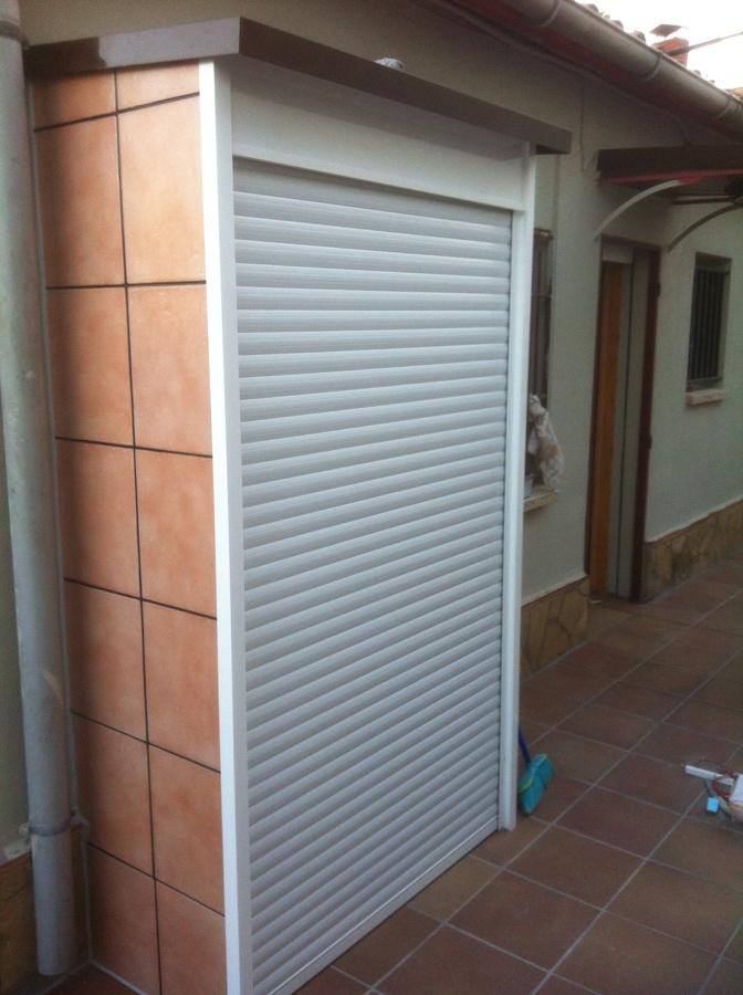 Adesivo Orelha Brinco ~ Foto Armario Exterior de Aluminio Sergio Martínez #543130