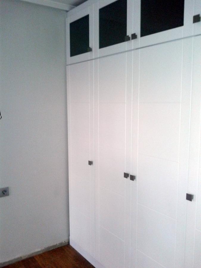 Foto armario lacado en blanco de soluciones integrales - Armario blanco lacado ...