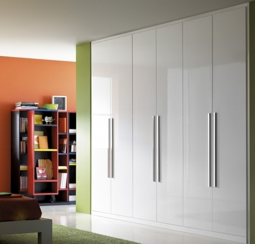 Foto armario puertas abatibles blanco de vademadera - Puertas abatibles para armarios empotrados ...