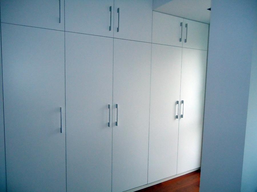 armario puertasl lisas lacadas en blanco