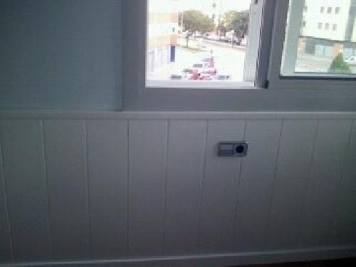 Arrimadero lacado blanco en habitacion