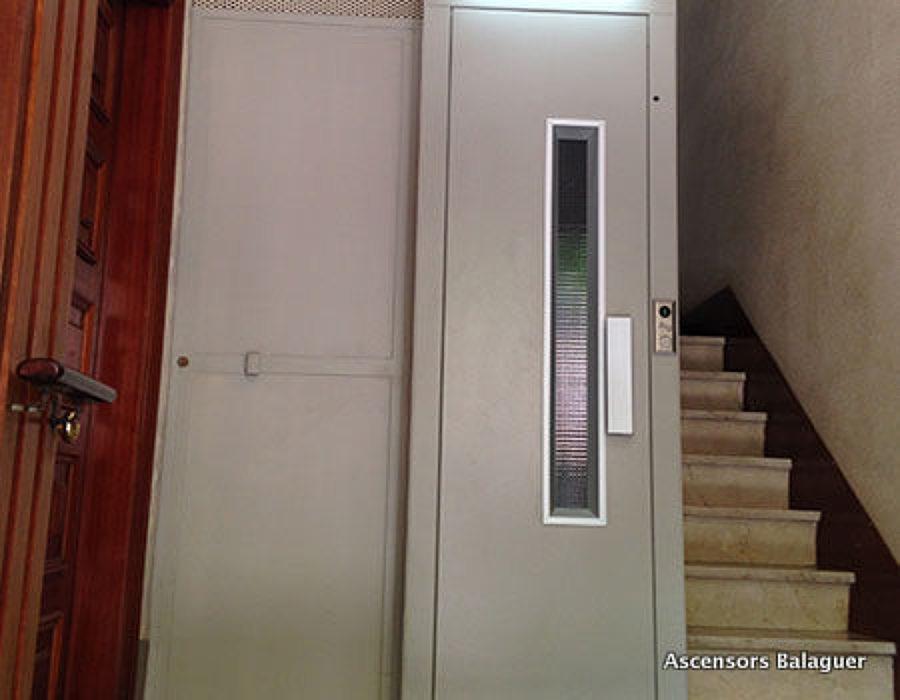 Foto ascensor en espacio reducido de ascensors balaguer - Ascensores hidraulicos precio ...