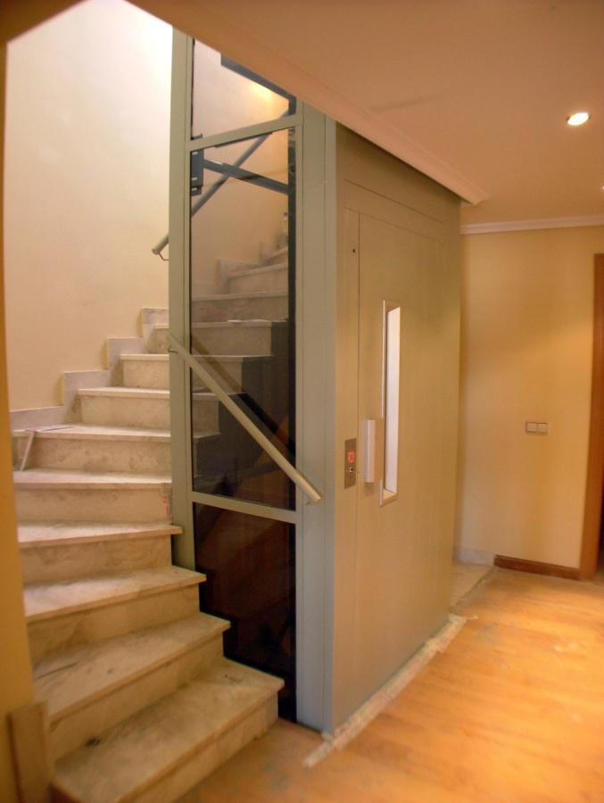 foto ascensor en hueco de escalera de disel studio s l