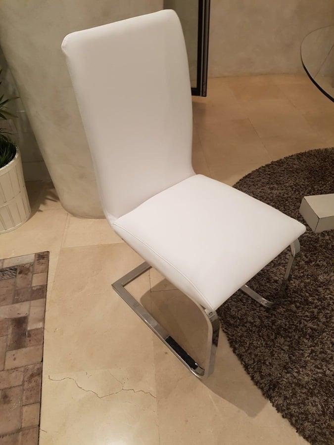 Foto sillas piel de tapiceria marro y mudanzas 1650383 for Sillas de piel