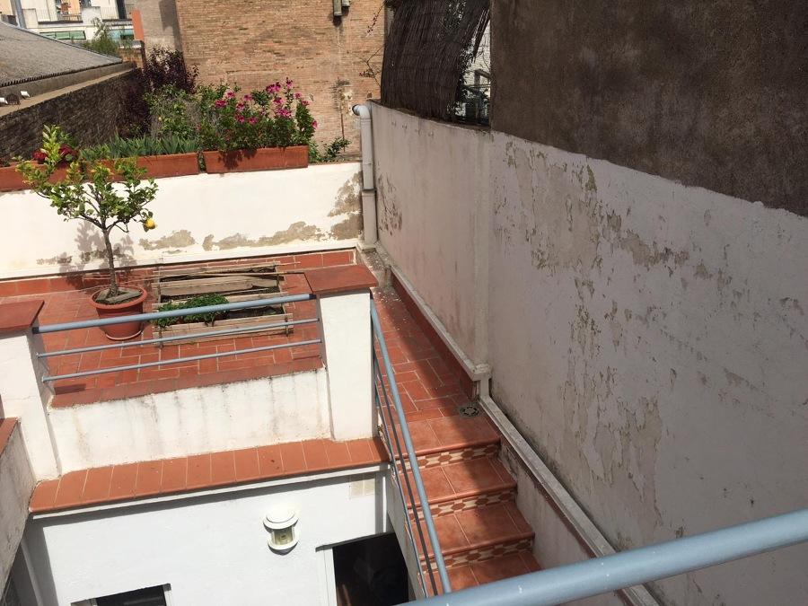 Terraza con paredes deterioradas