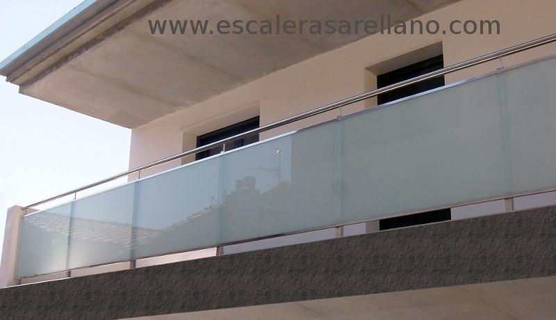 Foto balc n con cristal mate blanco de ebanister a - Balcones de cristal ...