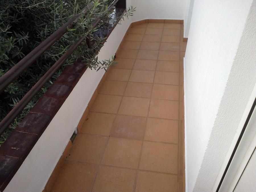 Foto balcon con rachola gres de breda puesta de roman for Gres de breda para piscinas