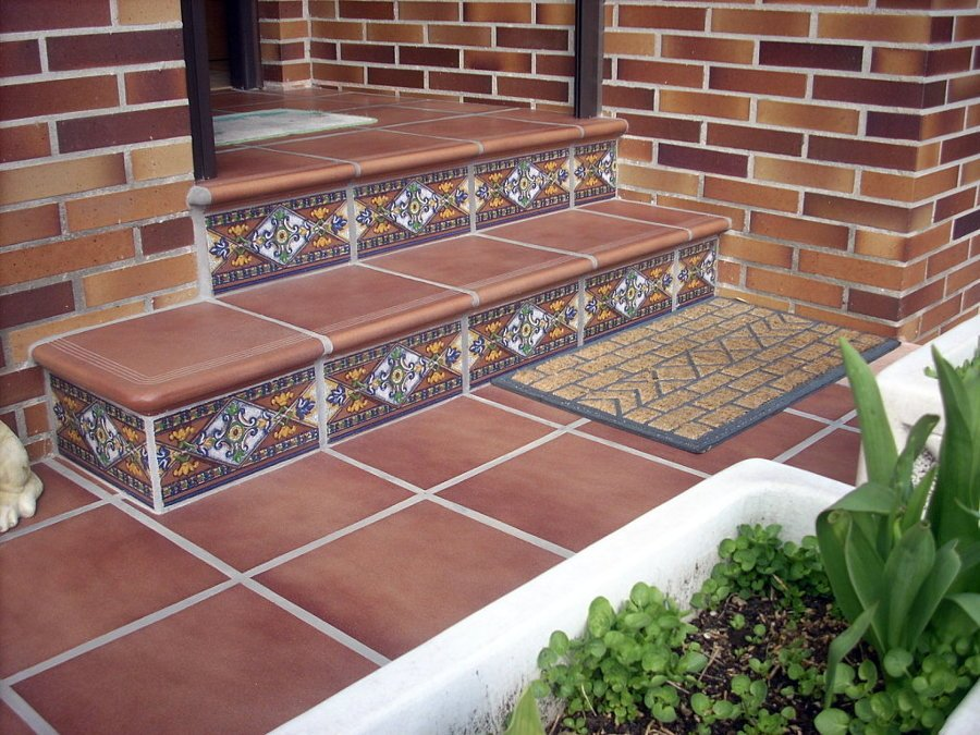foto baldosas de gres en suelos de terrazas de gisec