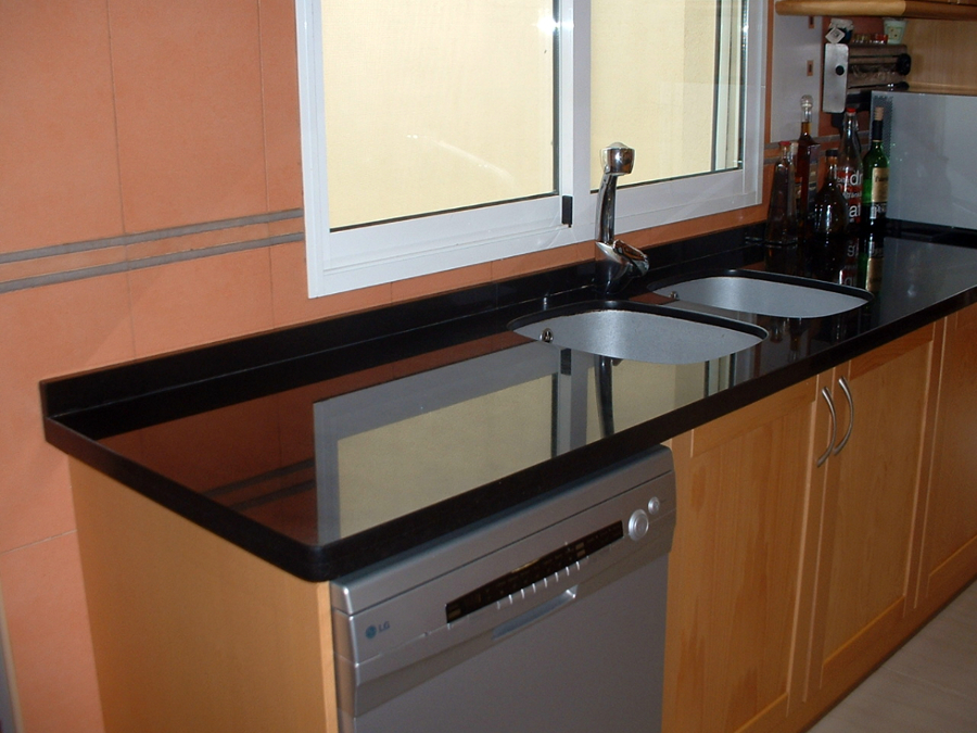 Foto banco de cocina de servimar marmol y granito s l for Marmol negro para cocina