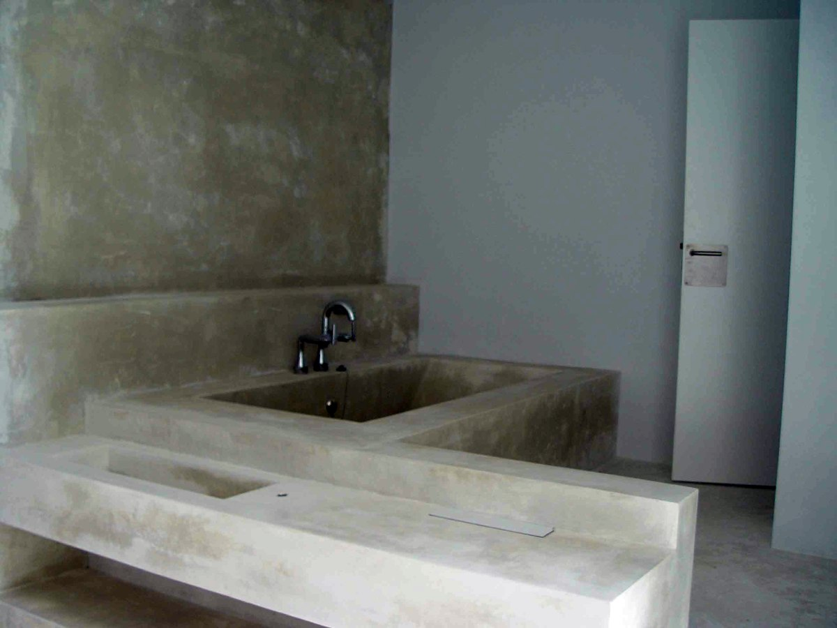Bañera y encimera de Lavabo en Ytong (Hormigon Celular),revestido en Cemento Pulido