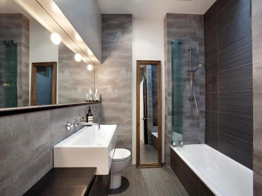 Ejemplo de baño con acabados de lujo