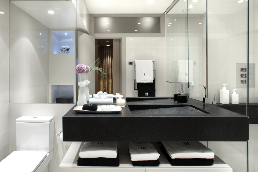 Baño by Molins Interiors