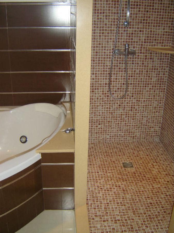 Baño con bañera jacuzzi