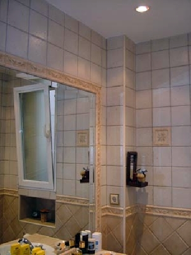 Foto ba o con espejo encastrado de reformas royma for Espejo pared completa