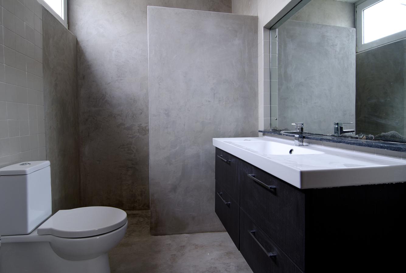 Foto ba o con paredes y suelo de microcemento de finwet - Microcemento banos ...