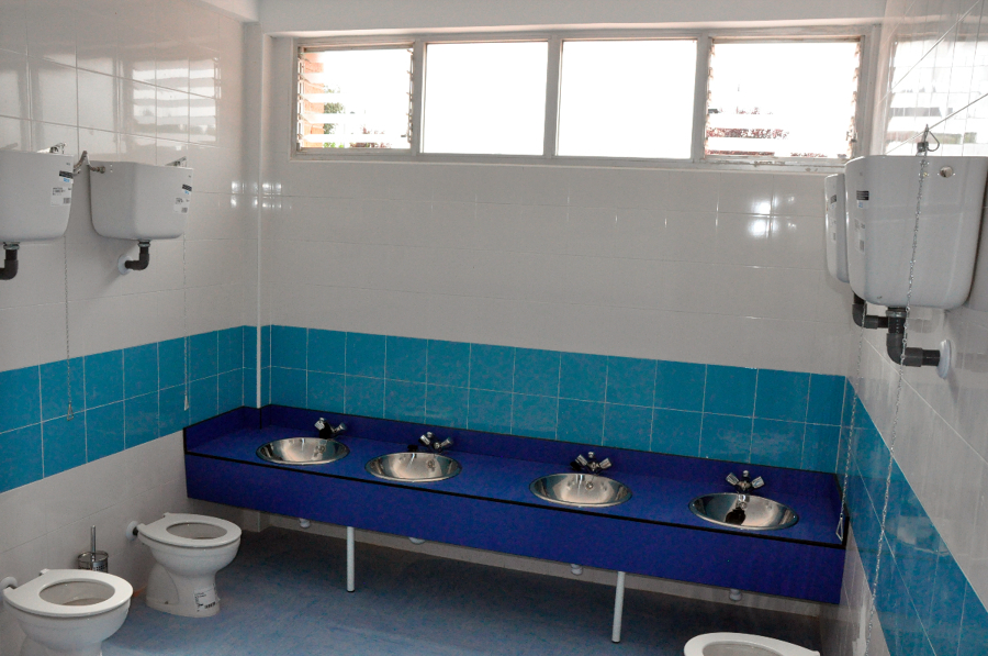 Reforma Baño Infantil:Trabajo de reforma de baños de infantil del colegio josé bergamín