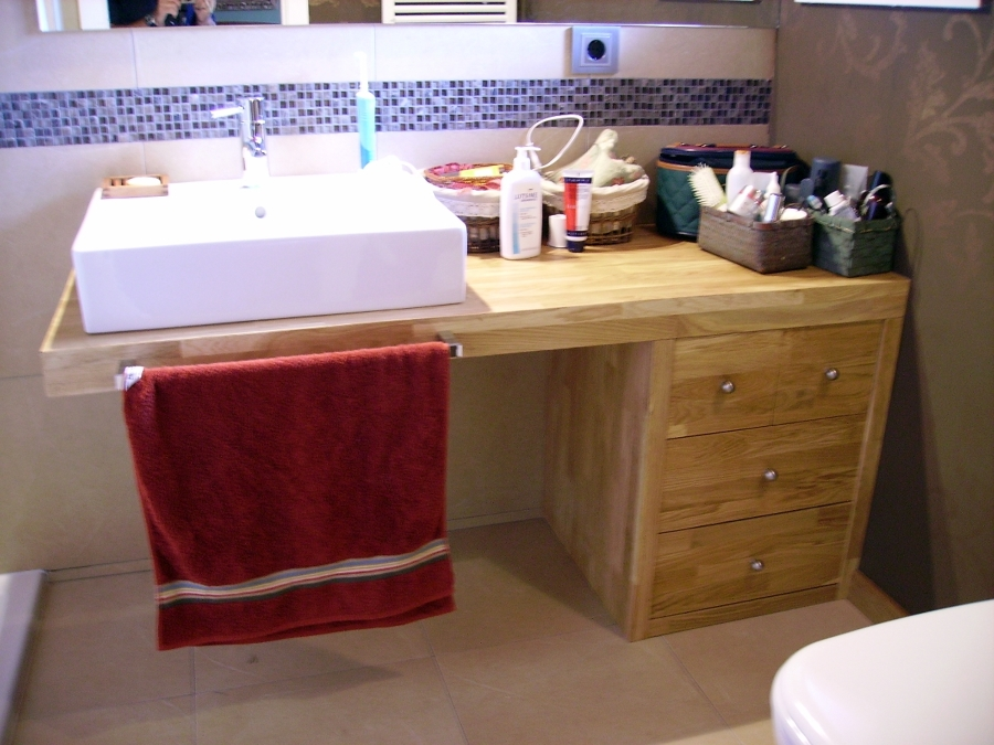 Baño de madera de roble.