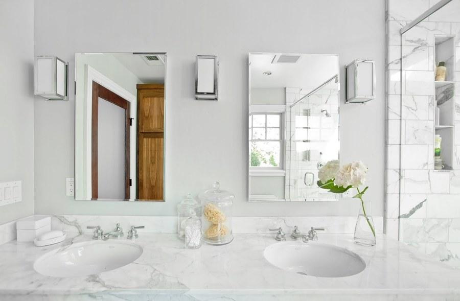 Encimera de mármol en cuarto de baño