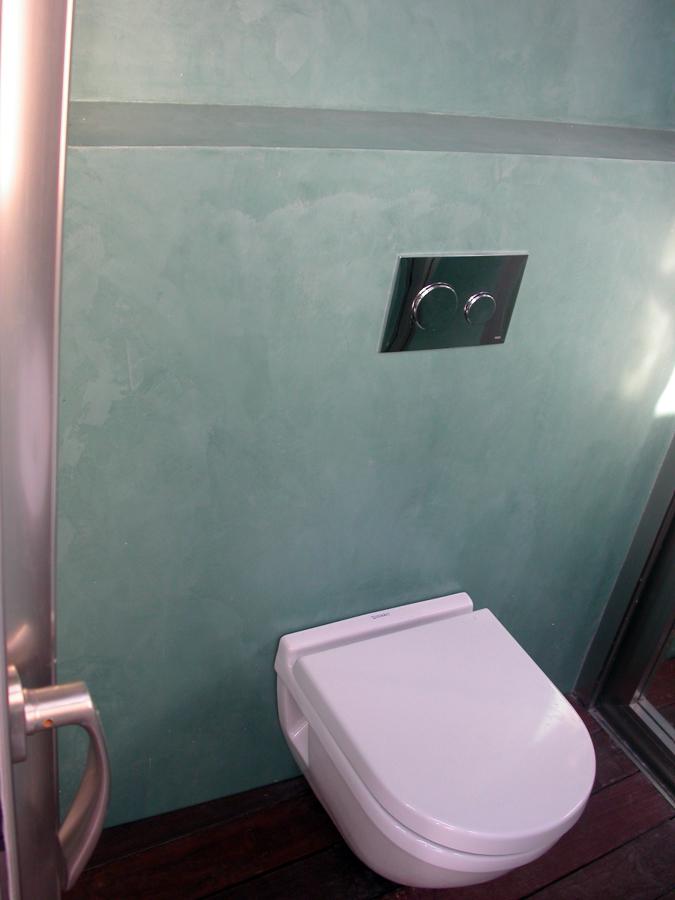 Foto ba o microcemento color verde musgo de topmicrofloor for Fotos banos microcemento