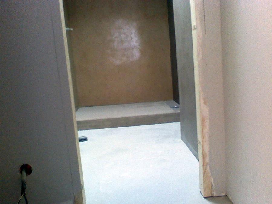 Baño pared de microcemento y suelo de microhormigon