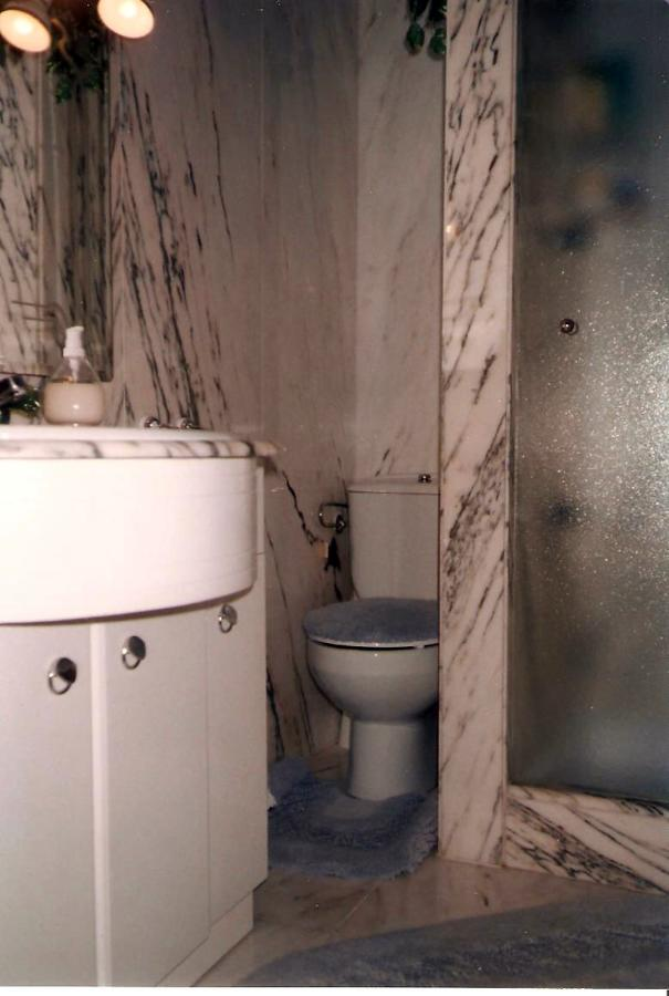 baño pequeño de marmol
