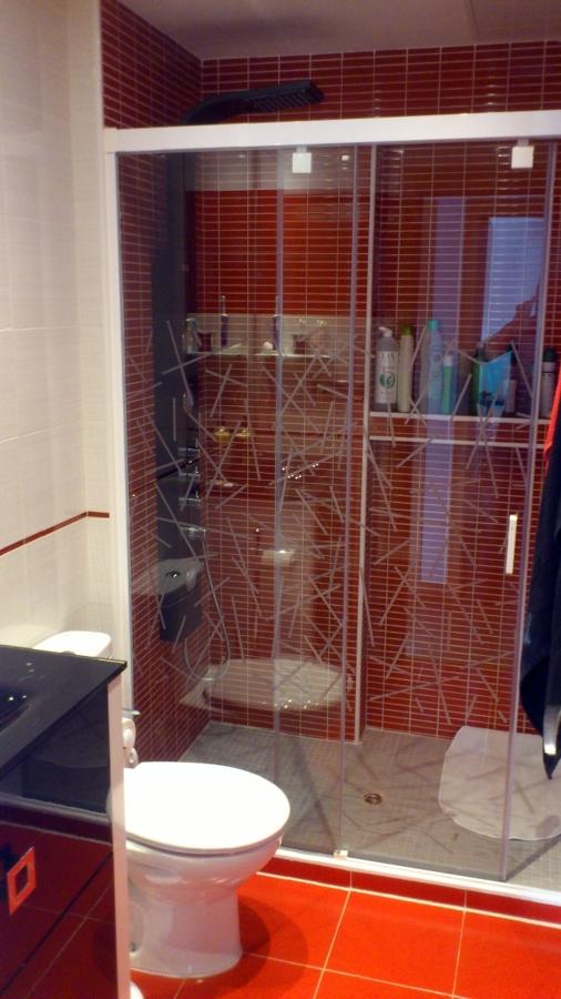Baño Reformado Ducha:BAÑO REFORMADO EN BLANCO-ROJO