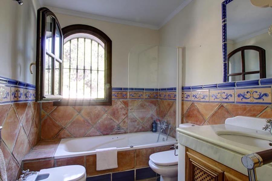 Foto: Baño Rústico de F.v. Instalaciones #449773 - Habitissimo