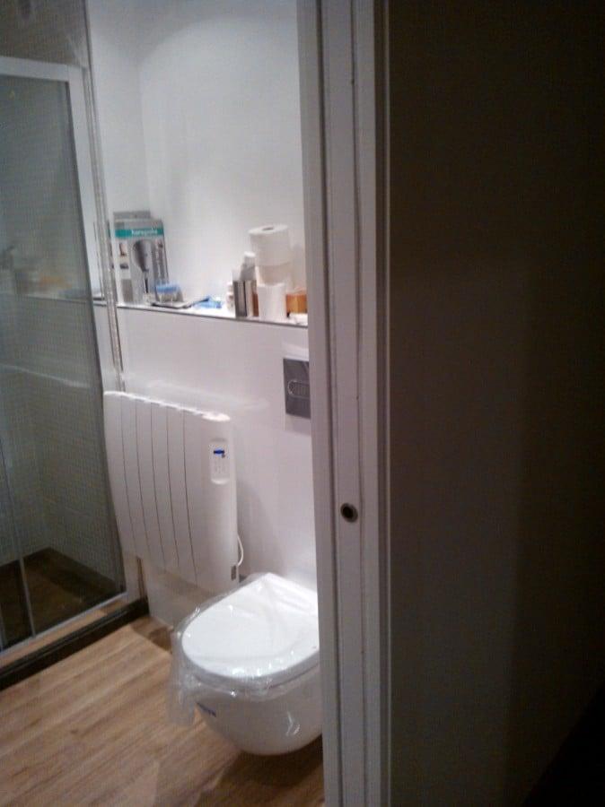 Foto ba o suspendido puerta corredera de reformas en - Puerta bano corredera ...