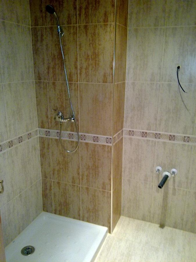Foto: Baño Travertino de Iván Construcciones y Reformas ...