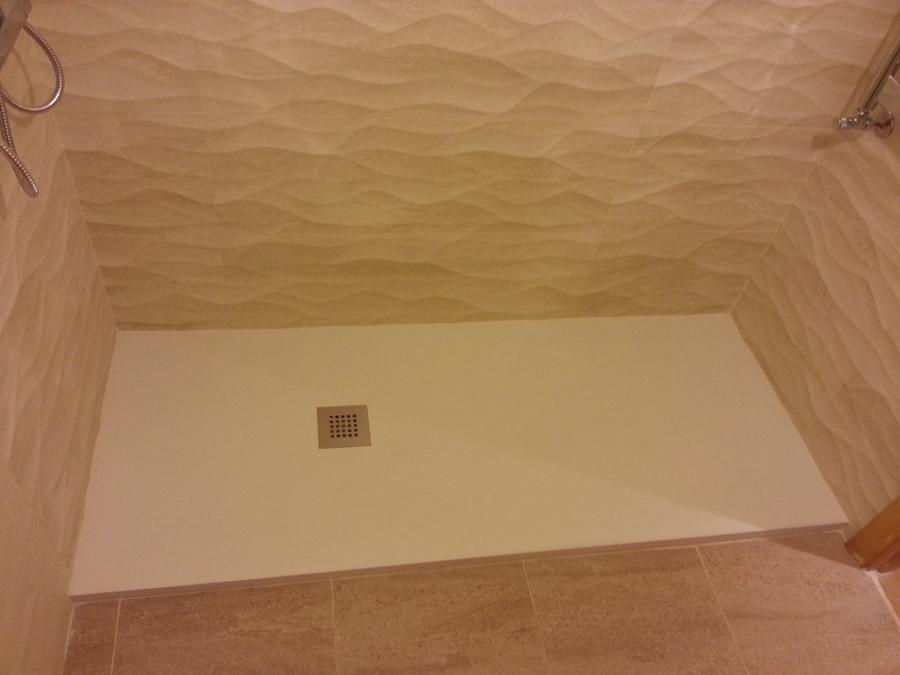 Plato de ducha de 1.60 de carga mineral y azulejo rectificado 2.