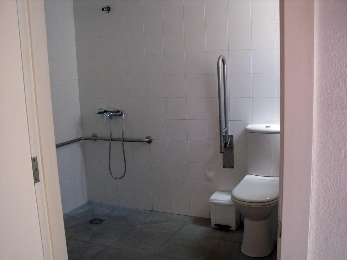 Reforma Baño Adaptado:Foto: Baños Adaptados de AV Construccions SC #212606 – Habitissimo