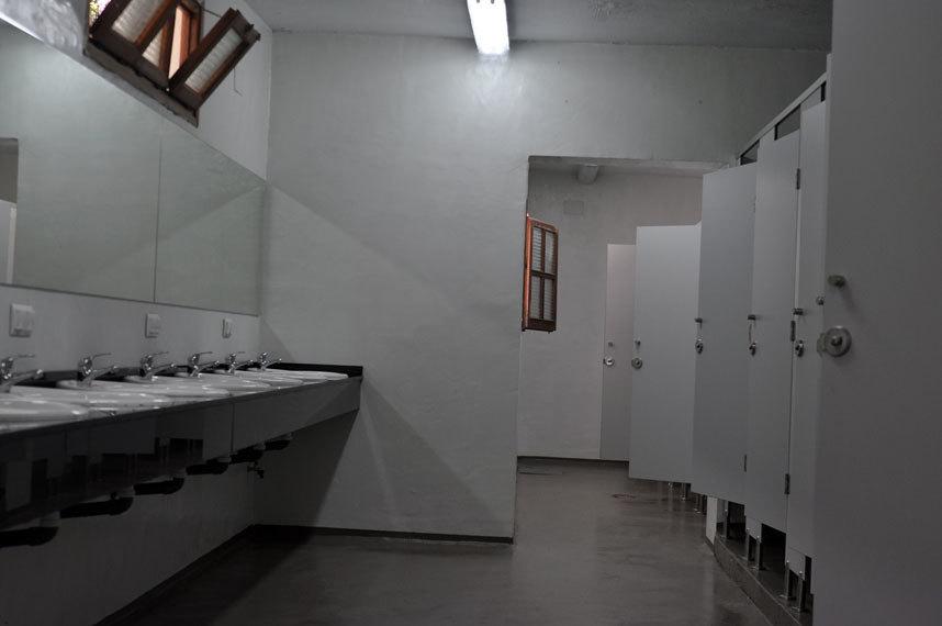 Baños camping Microcmento en paredes