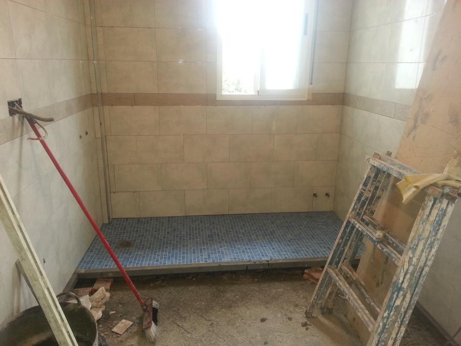 Foto ba os plato de ducha de obra a ras de suelo de - Platos de ducha a ras de suelo ...