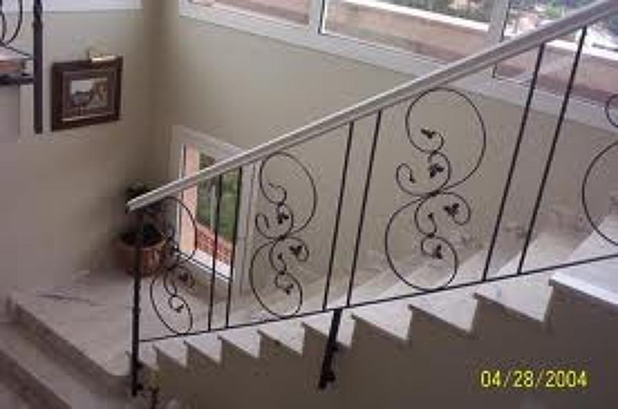Foto baranda de forja de talleres medina 647467 - Barandillas de forja para escaleras de interior ...
