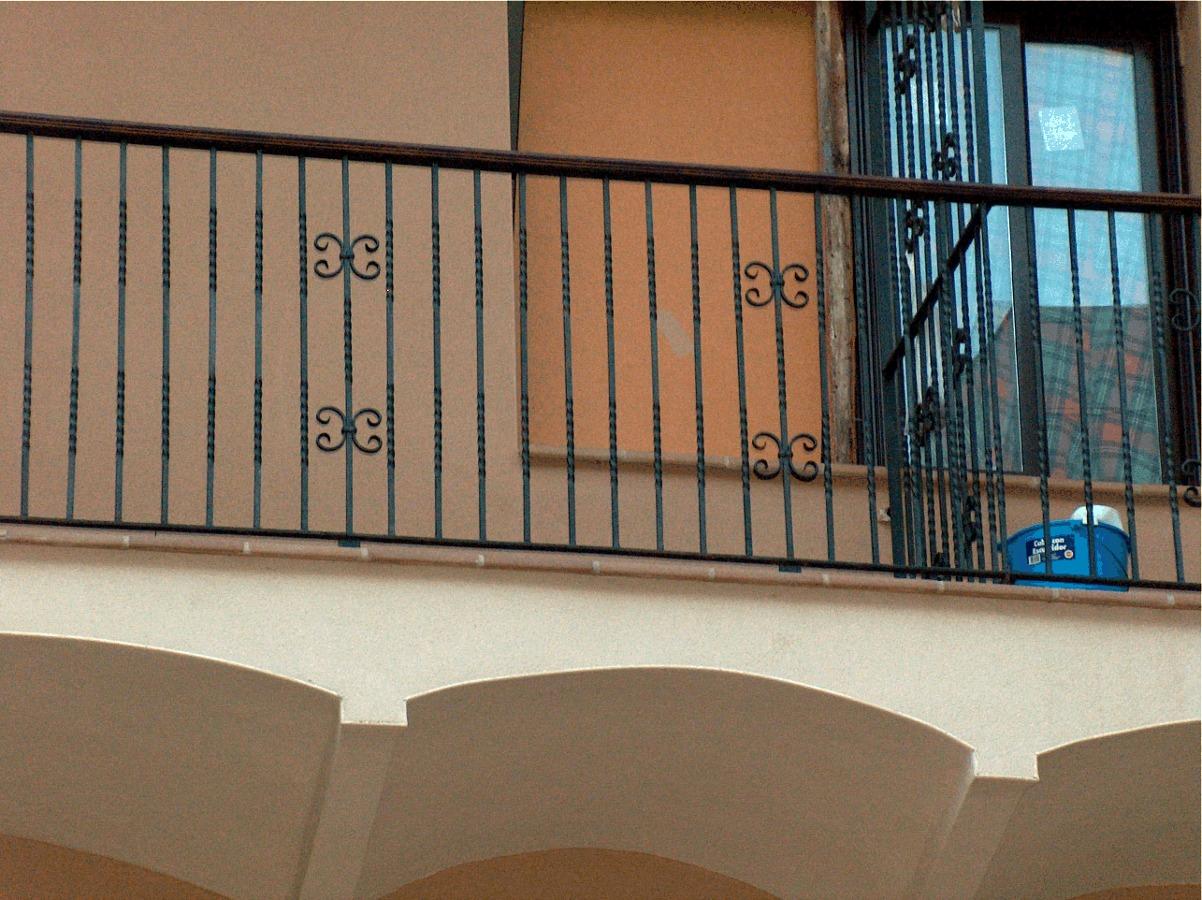 Foto baranda de hierro de rehabitalia 211911 habitissimo - Baranda de escalera de hierro ...
