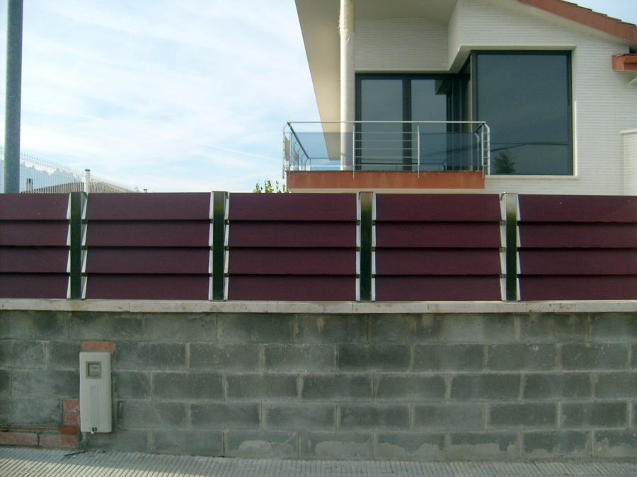 Foto barandas de acero inoxidable y vallas de acero inox y madera de metalista emaexpo emilio - Vallas de acero inoxidable ...