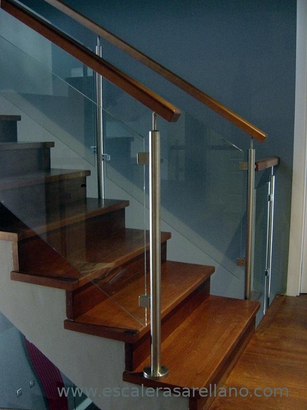 Foto barandilla de acero inoxidable cristal y madera de - Escaleras con barandilla de cristal ...