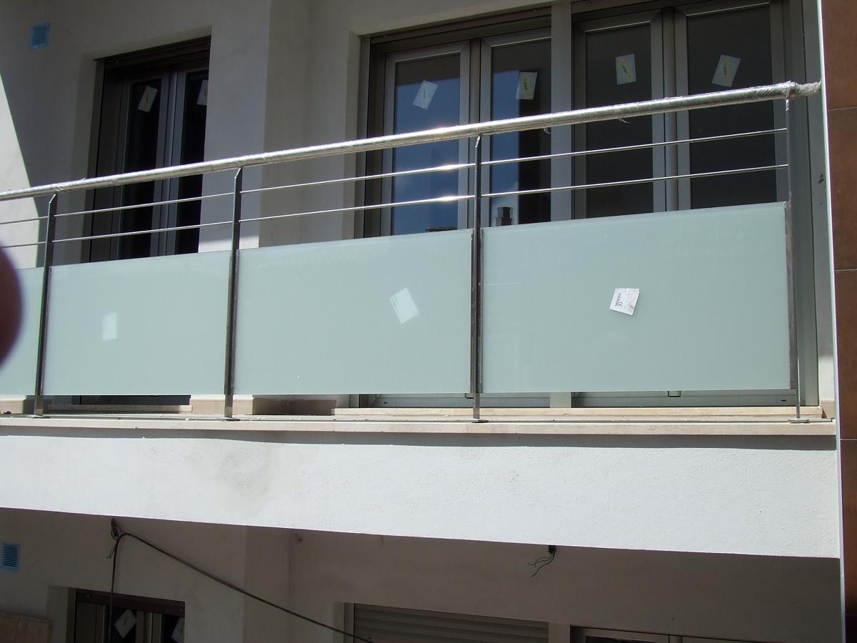 Foto barandillas para balcones de metal rgica jordan for Balcones madera exterior