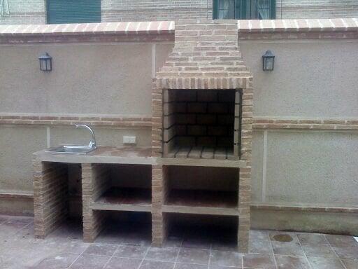 Foto barbacoa con mesa y fregadero de construcciones y for Barbacoas con fregadero