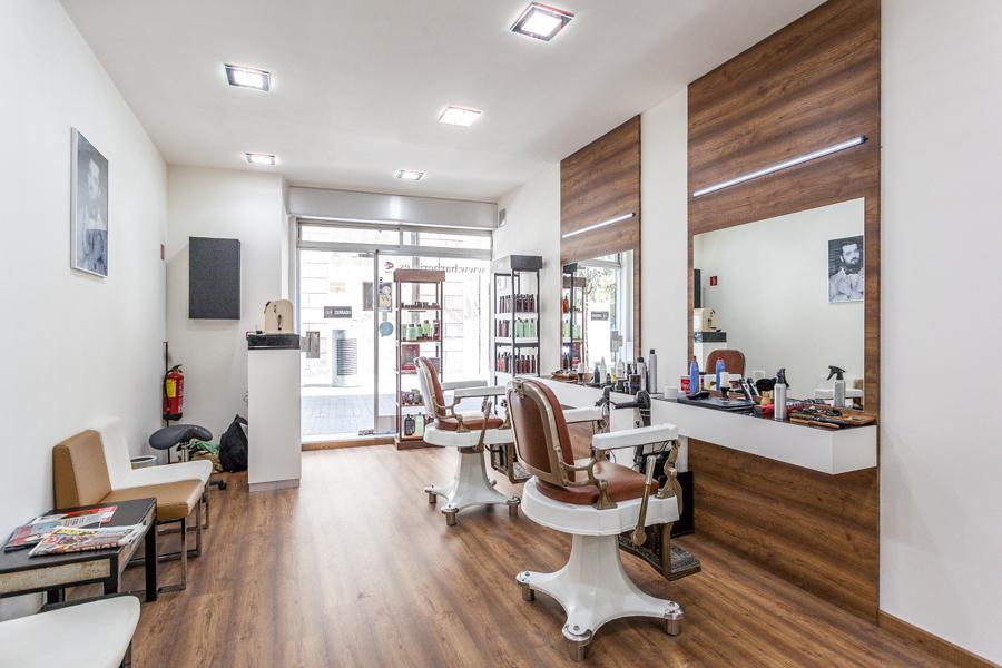 Foto barber a vicen moret de di in dise o interior - Peluquerias con estilo ...