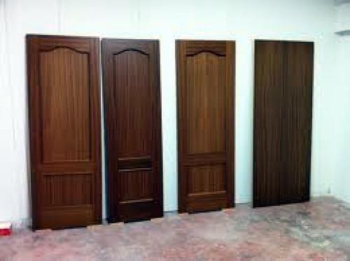 Foto barnizado de puertas y muebles de madera de for Barnizado de muebles