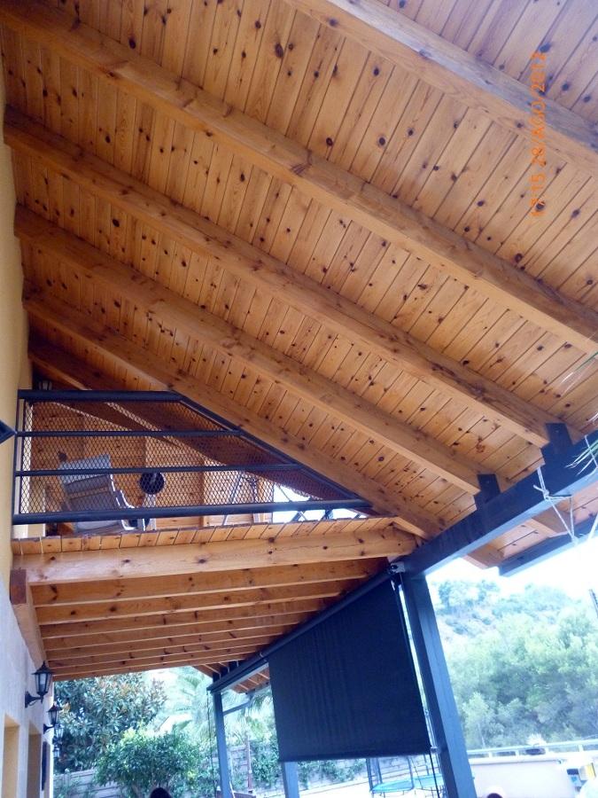 Foto barnizados de techos de madera de reformas y - Fotos techos de madera ...
