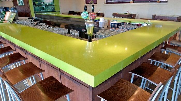 Foto barra en silestone verde fun ingletada a 6 cm de - Barra cocina silestone ...