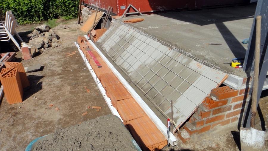Foto base de escalera de hormig n y ladrillo de reformas - Escaleras de ladrillo ...