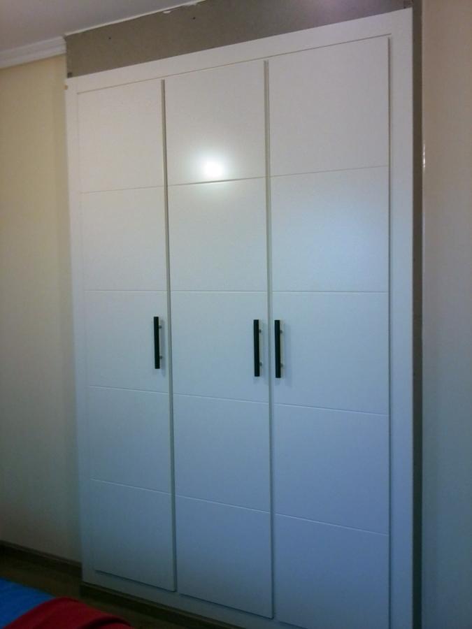 Foto blanco de ms armarios empotrados 178413 habitissimo - Puertas abatibles para armarios empotrados ...