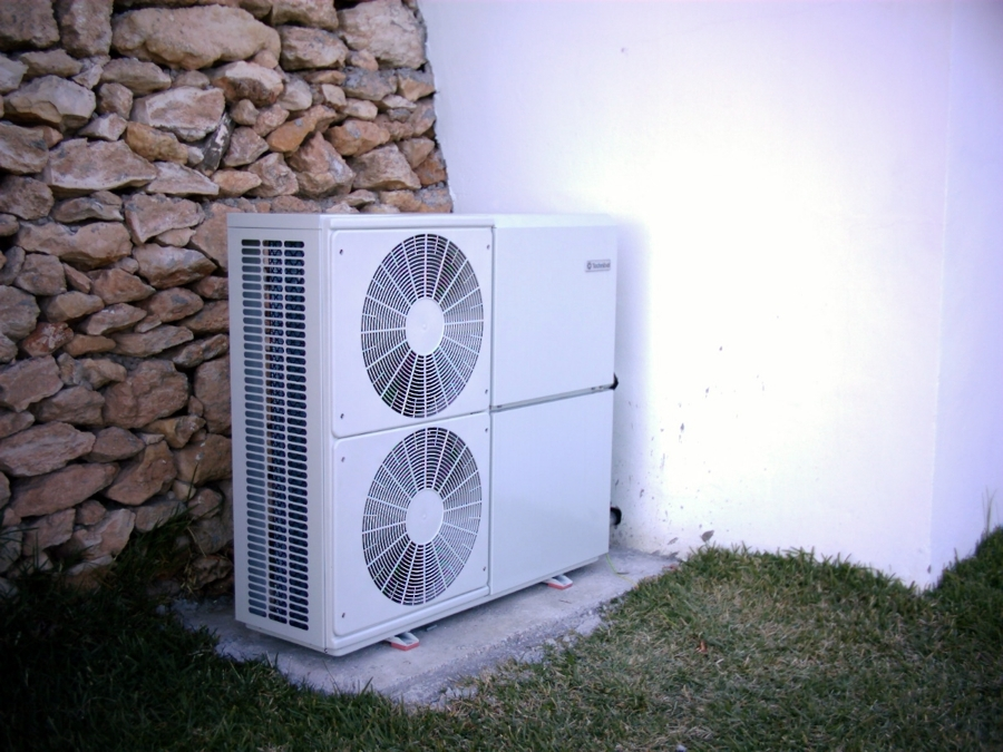 Foto bomba de calor reversible aire agua de techniclima - Bomba de calor opiniones ...